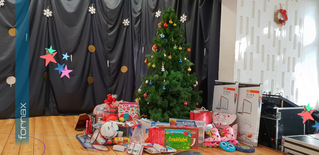 Christmas Teamwork at Fornax to Help the Cseppkő Childrens' Home